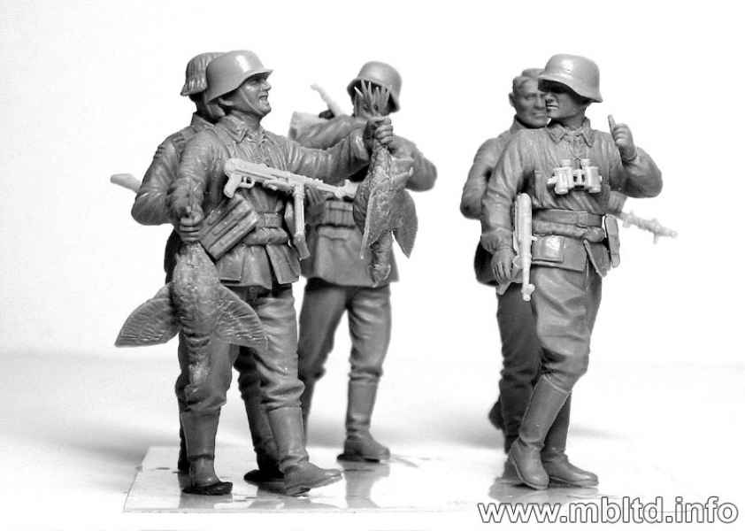 WWII era Eastern Front 1//35 Scale Master Box Models German Elite Infantry 5 Figures Set